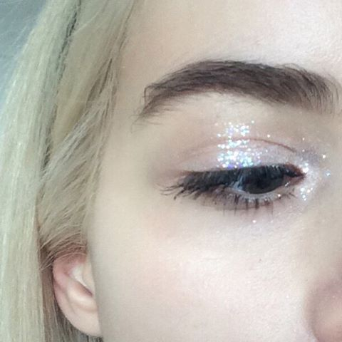 happy christmas from my eyeball and I ❄️❄️❄️ But seriously! I hope u all have a fun Christmas filled with all nice things because u all deserve it ☃ I cant wait for the ppl I luvvv to open their presents and then eat nice foodies and just chill with them I know a lot of people do not like Christmas and it's a hard time for them. I used to be one of those people and trust me it gets better ❄️ I'm so thankful for everything that has happened to me this year. I love you all - joanna