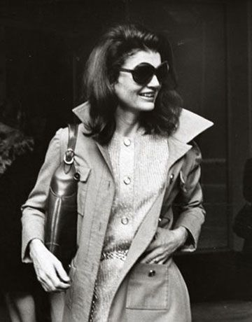 Jackie Kennedy Onassis... perfection!  Perhaps my obsession with popped collars came from my love of all things Jackie!
