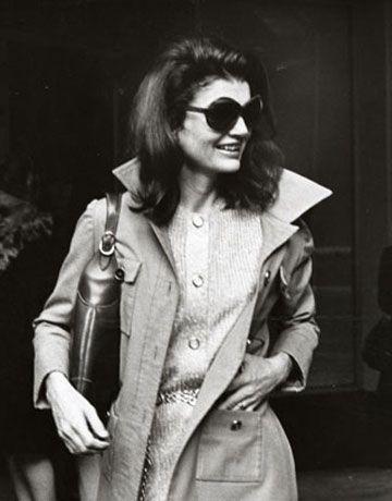 1970's Jackie Onassis.  Love the sunglasses