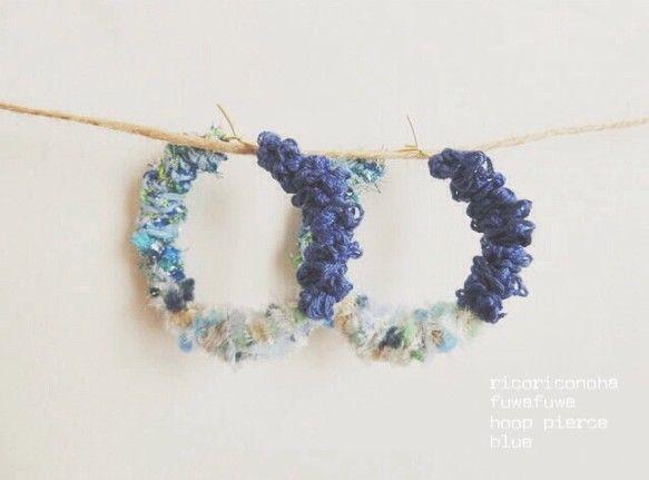 ふわふわでカラフルな糸をフープに編み込みました。ブルー系の色でまとめており、見る角度によって印象が変わります。糸はすべて『AVRIL』(アヴリル)のものを使用...|ハンドメイド、手作り、手仕事品の通販・販売・購入ならCreema。