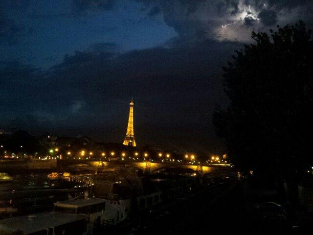 Temporale a Parigi