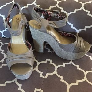($35 - inclusive of US shipping) Seychelles Shoes - Seychelles Sophisticated Lady Wedge Light Grey 8.5