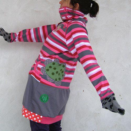 Mikina i šaty pruhy a kytky a puntíky