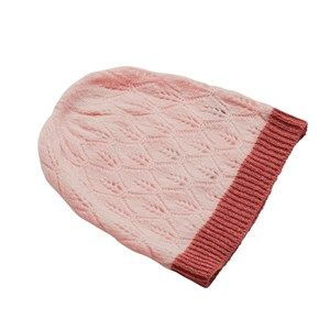 SUPERSOFT hat, soft light pink. The season's softest hat. Knitted with a beautiful leaf pattern and glitter hem, which makes it simple and exclusive. Made in sustainable wool from our Italian supplier.