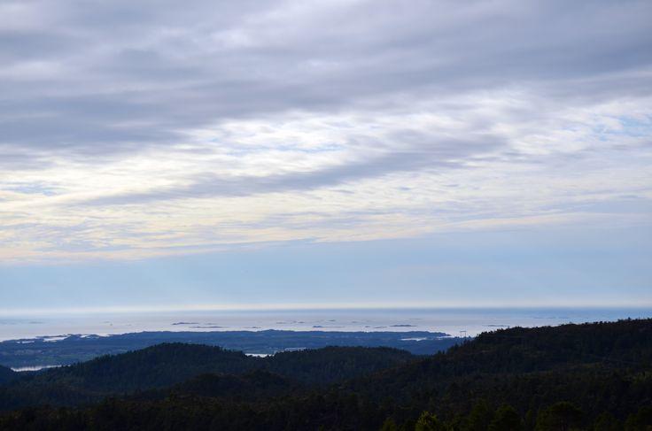 View by http://tonnyfroyen.com/    #landscape #sky #nature #naturephotography  #naturelovers #instapic #travel #Scenery #trees #image #natureaddict #naturegram #amazing #photooftheday #wild #mountains #pretty #beauty #norway #molde #rbnett #norge
