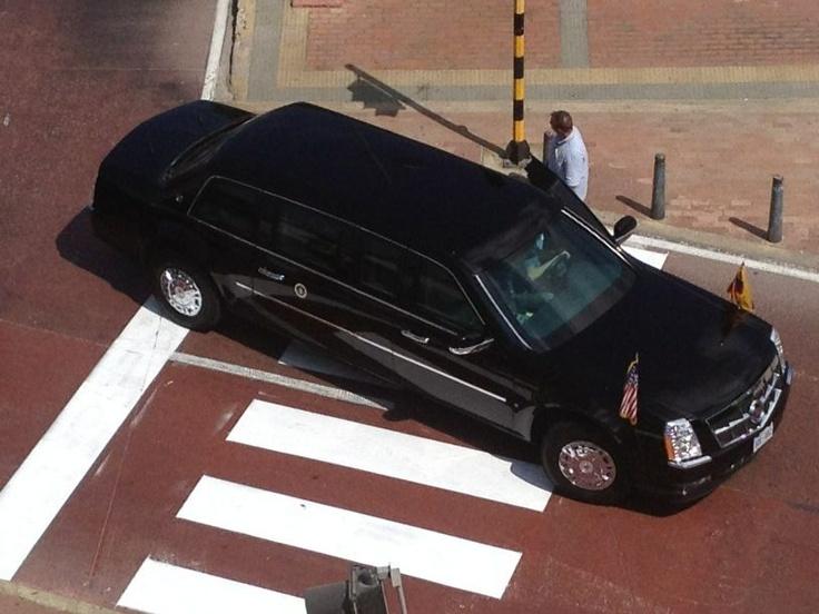 """No es un carro, es un carrazo. Este es el auto de Obama, el Cadillac One o también llamado """"La Bestia Negra"""". Cuesta más de un millón de dólares."""