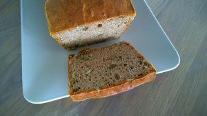 Boekweitbrood met pompoenpitten http://dayennefoodblog.com/2014/02/26/glutenvrij-pompoenpitten-brood/