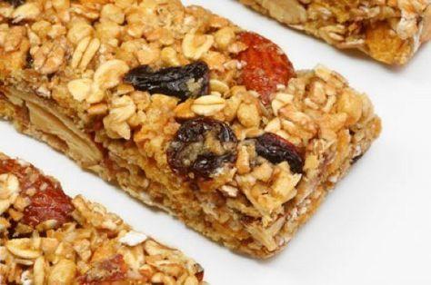 Ένα νόστιμο, θρεπτικό και υγιεινό κολατσιό για τα παιδιά! Υλικά 2 φλιτζάνια δημητριακά (άγλυκα) 1 φλιτζάνι βρώμη 1φλιτζάνιξηροί καρποί και σπόροι ½φλιτζάνιξερά φρούτα κομμένα 130 γρ. ζάχαρη μαύρη (υγρή-μελάσα) 160 γρ .μέλι 60 γρ. βούτυρο καρύδα (προαιρετικά) Εκτέλεση Βάζουμε σε ένα ταψί τη βρώμη μαζί με σπασμένους ξηρούς καρπούς και σπόρους και τα βάζουμε στο …