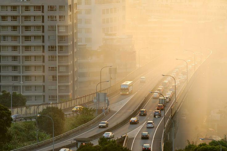 AirLife te comenta que el dióxido de carbono es uno de los principales contaminantes del calentamiento de la Tierra, todos los seres vivos emiten dióxido de carbono al respirar pero cuando se mezcla con aviones, coches y se convierte en gas de efecto invernadero.