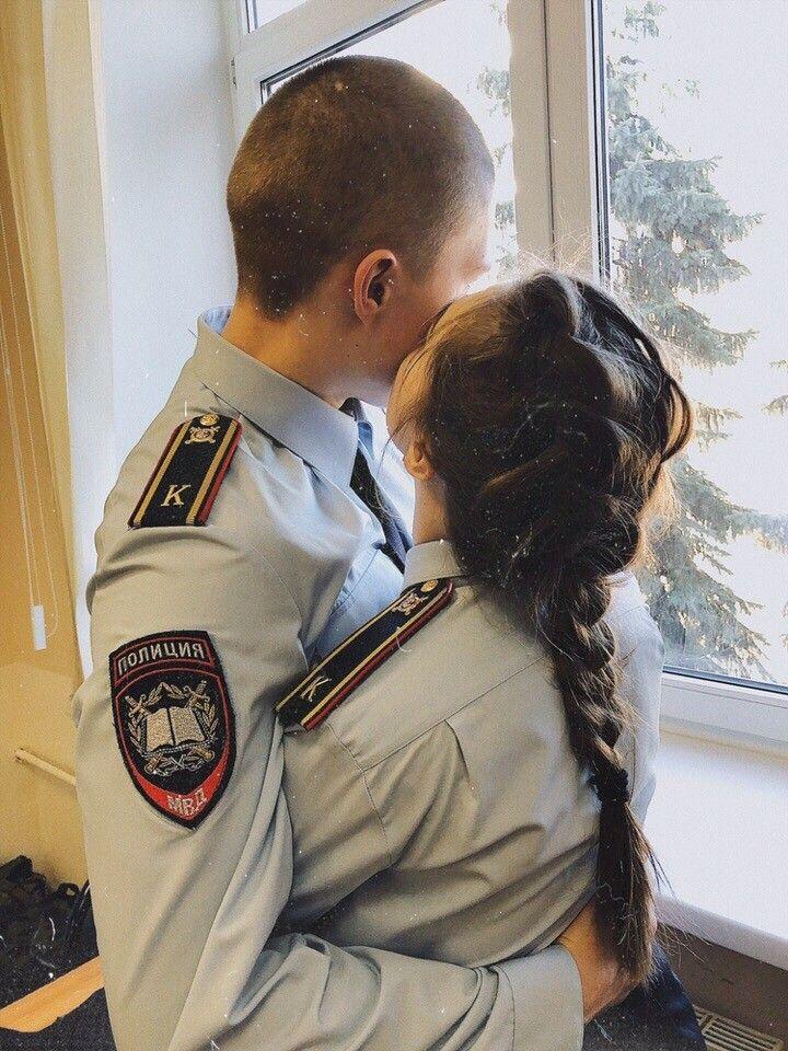 Парень С Девушкой Играл В Полицейского