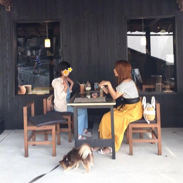 . 信楽の古い大きな登り窯を訪れてみたら、大窯の隣に可愛いカフェogamaが💕 テラスでのわんこ🆗とのことだったので、休憩することに😊 お天気も良く暑かったので大人はアイスコーヒーを、子どもたちはジュースを頼みました💓 先にお会計をするシステムなので、飲み終わった男子チーム(リヨン含)は早々に大窯の方へ🎵 私と娘は女子トークでした😁✨ . #dog #chihuahua #longcoatchihuahua #犬 #チワワ #치와와 #longcoatchihuahua #petstagram #ちわわ #ロングコートチワワ #ロンチー #チョコタン #チョコタンチワワ #わんこ #愛犬 #chihuahualife #chihuahualove  #チワワのリヨン #ペット #pet #チワワ部 #ワンコ#iphoneで撮影 #chihuahuasofinstagram #petoftheday #petscorner #all_dog_japan #カフェ #信楽 #大窯 #cafe