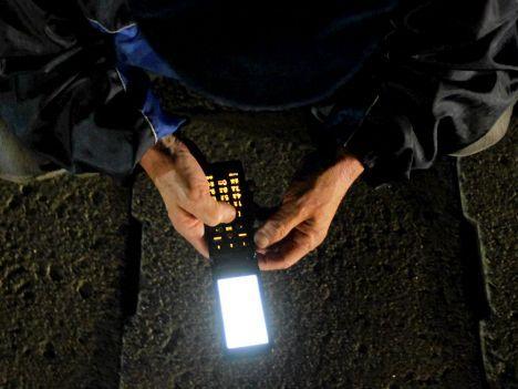 Kännykkä säteilee, aivot lämpiävät – ei hätää?