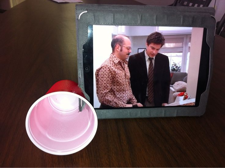 Use a plastic cup as an amplifier for your tablet