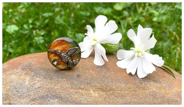 """Bague ajustable """"Colibri"""" (Résine Crystal Epoxy ). Création unique. : Bague par perles-et-couronnes"""