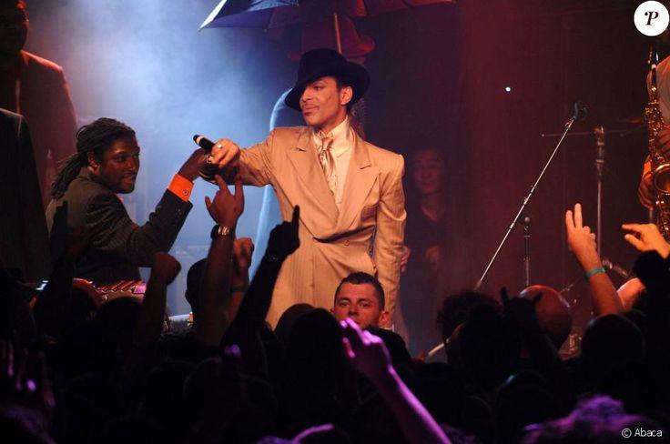 Prince en concert sur la scène du Montreux Jazz Festival, le 16 juillet 2007