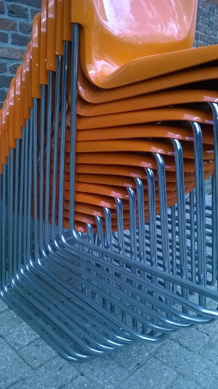 stapelen , oranje, plastic stoel gerd lange . www.als-nieuw.com