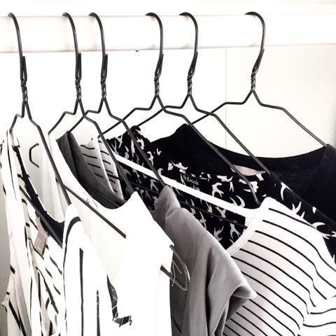 capsule wardrobe, french wardrobe, kleding, weinig kleding, genoeg kleding, capsule, wardrobe, kledingkast, garderobe, kleine garderobe, minimaal, minimalist, minimalistisch, minimalistic, dani and mom, daniandmom, monochrome, monochroom, zwart, wit, zwart-wit, black, white, black-white,