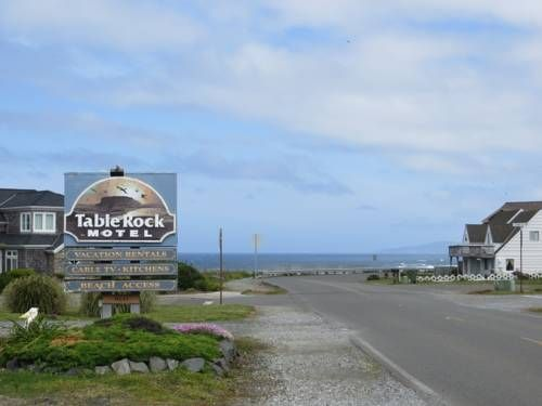 Table Rock Motel Bandon (Oregon) Overlooking the Pacific Ocean, Bandon motel features uniquely decorated rooms equipped with free Wi-Fi.  It offers fax and photocopying services and vending machines with drinks on-site.  Bandon Dunes Golf Resort is 6 miles away.