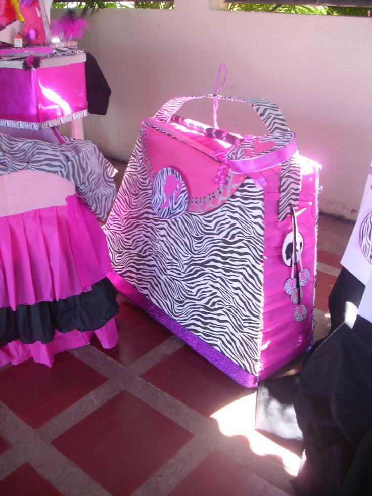 Piñata en forma de cartera de Barbie