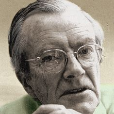 Maurice Wilkins helped lead the discovery of the DNA molecule structure...