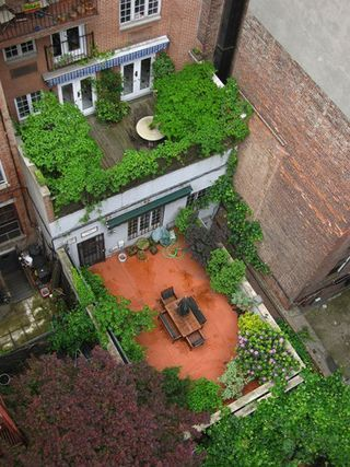 I am obsessed with rooftop gardens.  They're so Lois Lane.