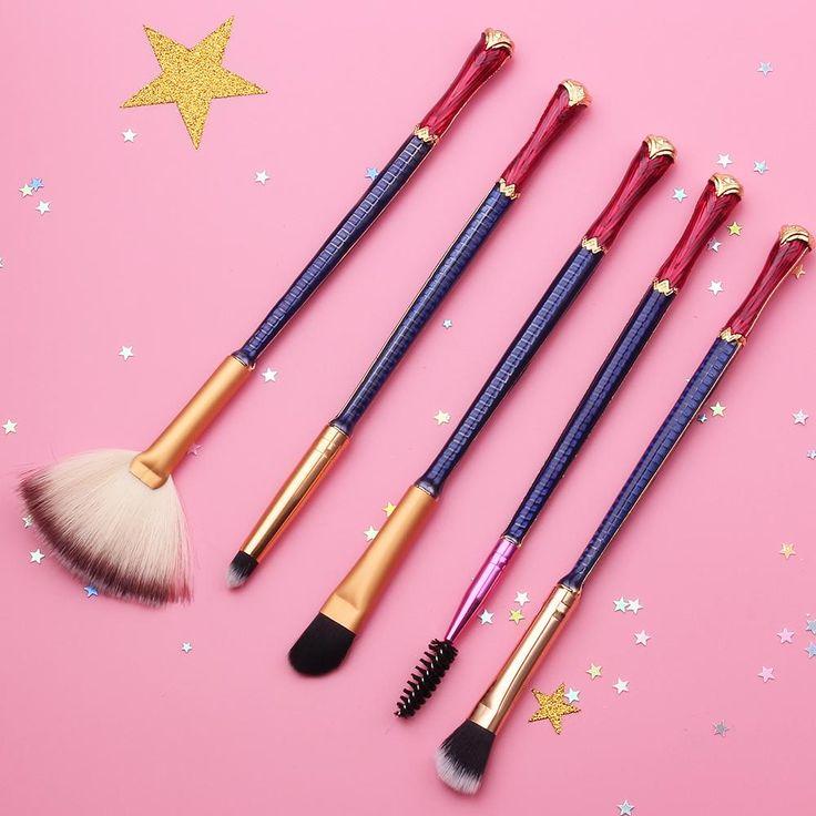 Wonder Woman Makeup Brush Set