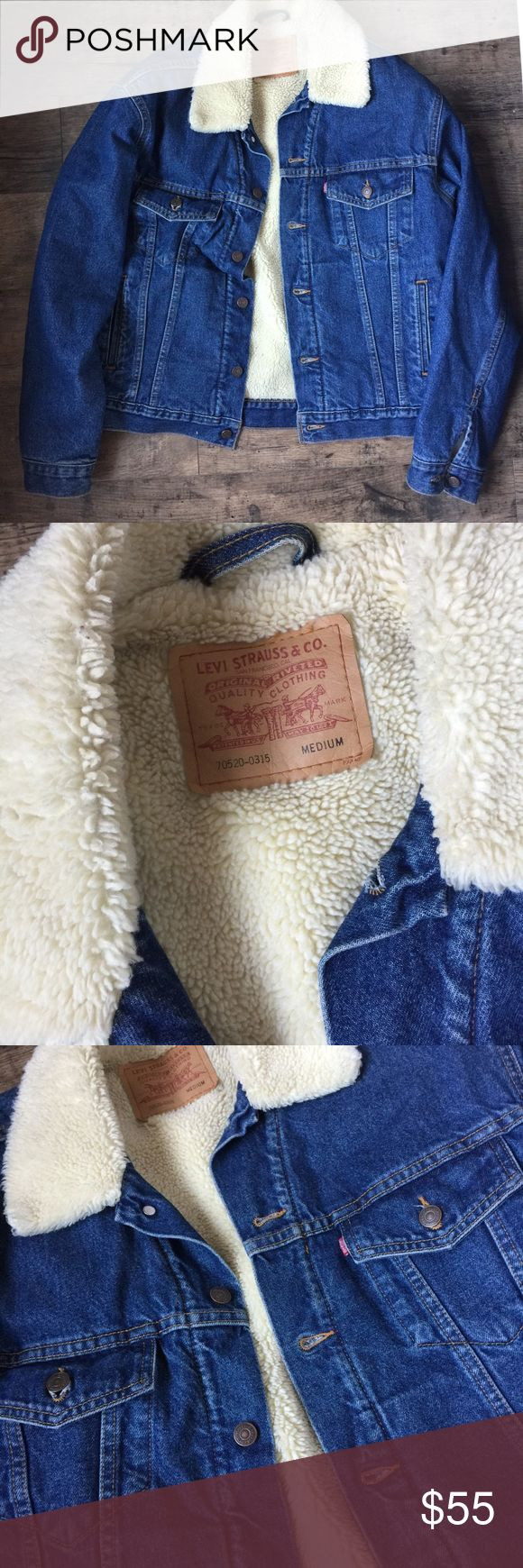 VINTAGE LEVI'S SHERPA DENIM JACKET Vinatge Levi's. Like new. Perfect condition. Men's size M but can be worn as an oversized jacket. Levi's Jackets & Coats