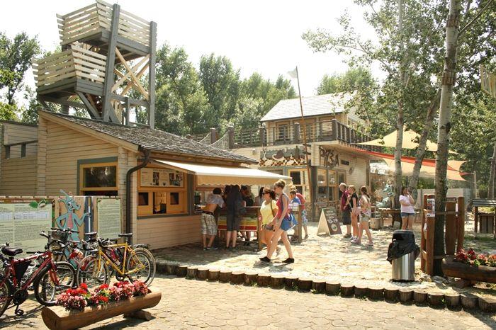 """Zamárdi Kalandpark _____________________________ """"Balatonföldvártól csak néhány kilométerre található az ország egyik legnagyobb kalandparkja. A Zamárdi Kalandpark ősfái közt kifeszített köteleken létrehozott változatos akadályok és a mintegy másfél kilométernyi csúszópálya sportosan izgalmas szórakozást kínál gyerekeknek és felnőtteknek egyaránt."""""""