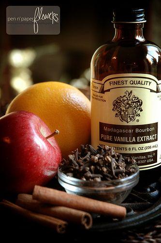 vanilla, cloves, cinnamon, orange, apple