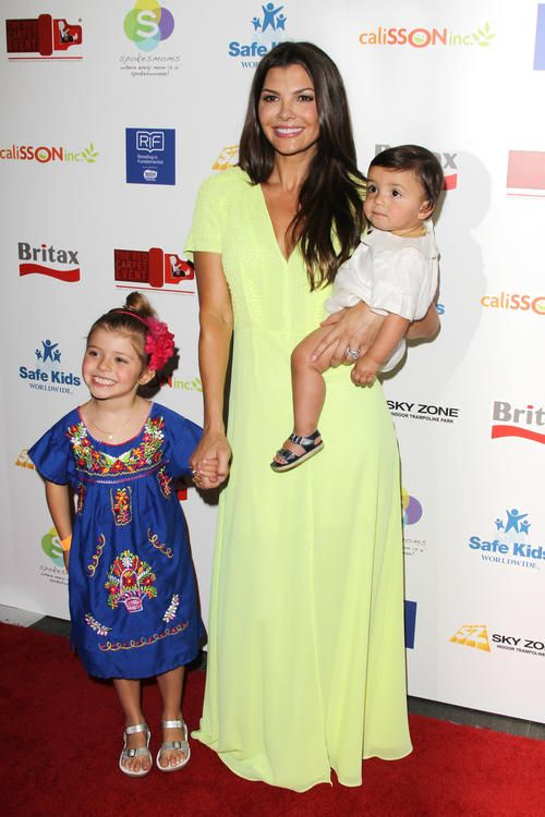 Ali Landry with her kids...She wears very often the Bohemian style and she always looks great....Love the Mexican dress of her little one :)