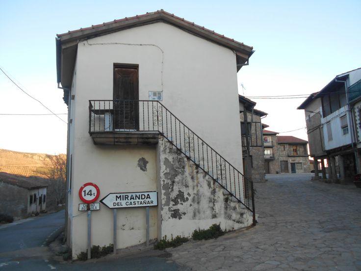 Villanueva del Conde. Salida hacia Miranda del Castañar. Por mucho tiempo Miranda fue   la villa de la que dependieron otras muchas de la Sierra de Francia
