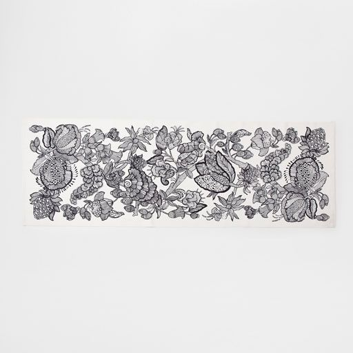 Image of the product Black floral print hall rug
