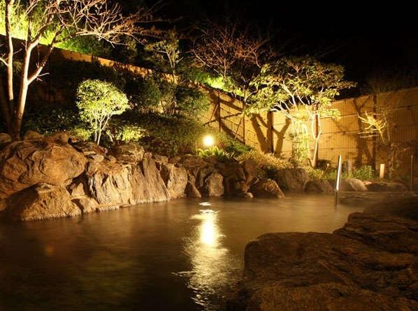 夜の露天風呂も心を癒してくれます。