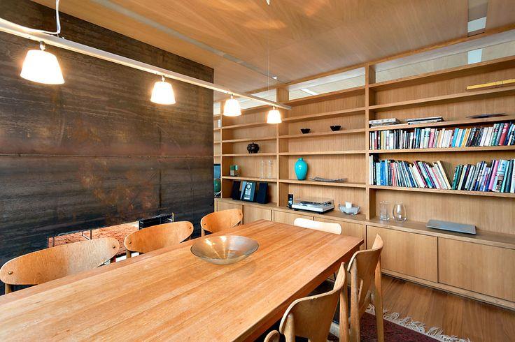 Shelves made of oak www.cki.no