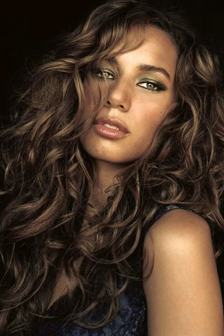 Love this eyeliner/shadow and curls... In my dreams, my hair would do this.