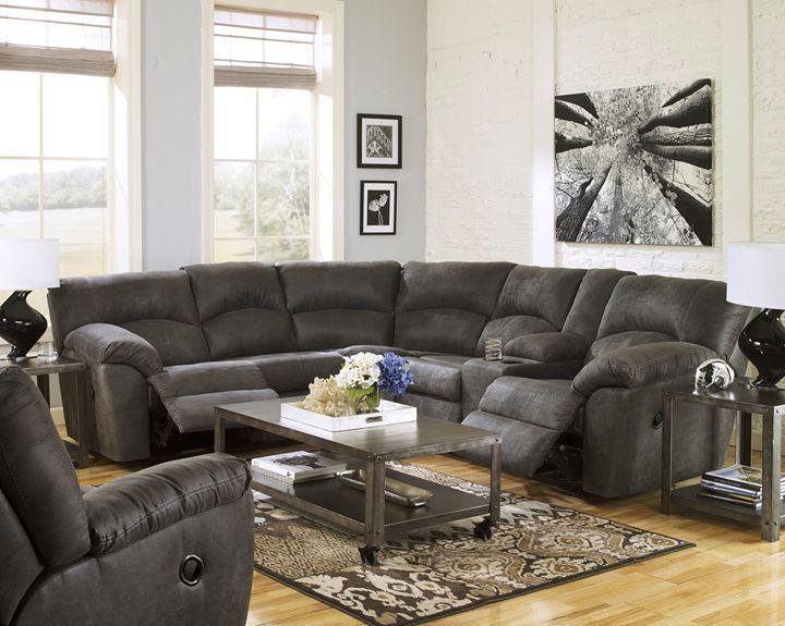 Nos fascinan los seccionales porque logra reunir a toda la #familia cómodamente <3         <3   Qué te parece nuestro seccional #Tambo? Lo tendrías en tu?  #AshleyFurnitureHomeStore #estilo #muebles #accesorios #otoño #Seccional  ---  27801-48-49-25 T560