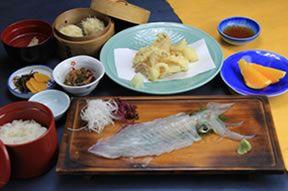 お魚処 玄海-呼子のイカ 活き造り|お料理