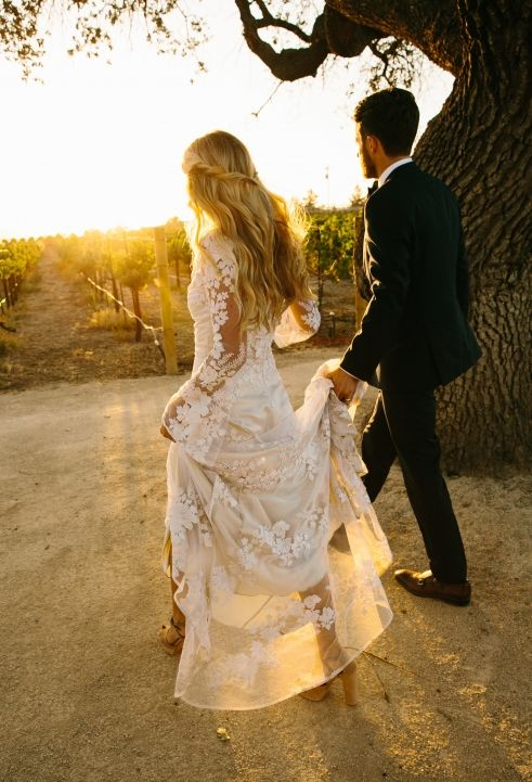 The LANE Real Weddings / Effortless Bohemia in California