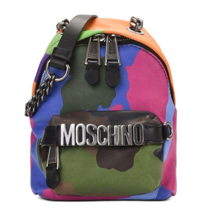 "25.6 mil Me gusta, 121 comentarios - Moschino (@moschino) en Instagram: ""Moschino camo backpack now available on moschino.com and Moschino shops #moschino @itsjeremyscott"""