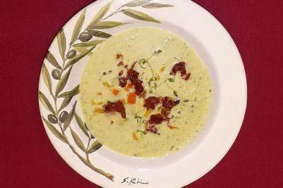 Das perfekte Geeiste Gurken-Avocadosuppe mit belegtem Pizzabrot-Rezept mit einfacher Schritt-für-Schritt-Anleitung: Für die Suppe die Gurke schälen…