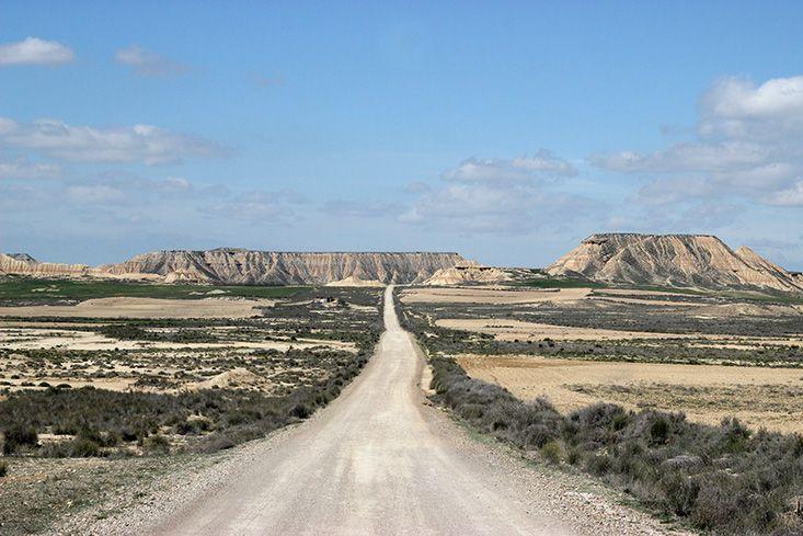 En bonnefanatiquedes paysages désertiques de la Californie, le parc natureldes Bardenas Reales, situé dans la région de Navarre en Espagne, me faisait rêver depuis de nombreuses années. Certaines se souviennent peut-être que je l'avais d'ailleurs cité dans les 10 voyages de mes rêves l'année dernière, et pour cause: ses formations rocheuses impressionnantes et son climatLire la suite…
