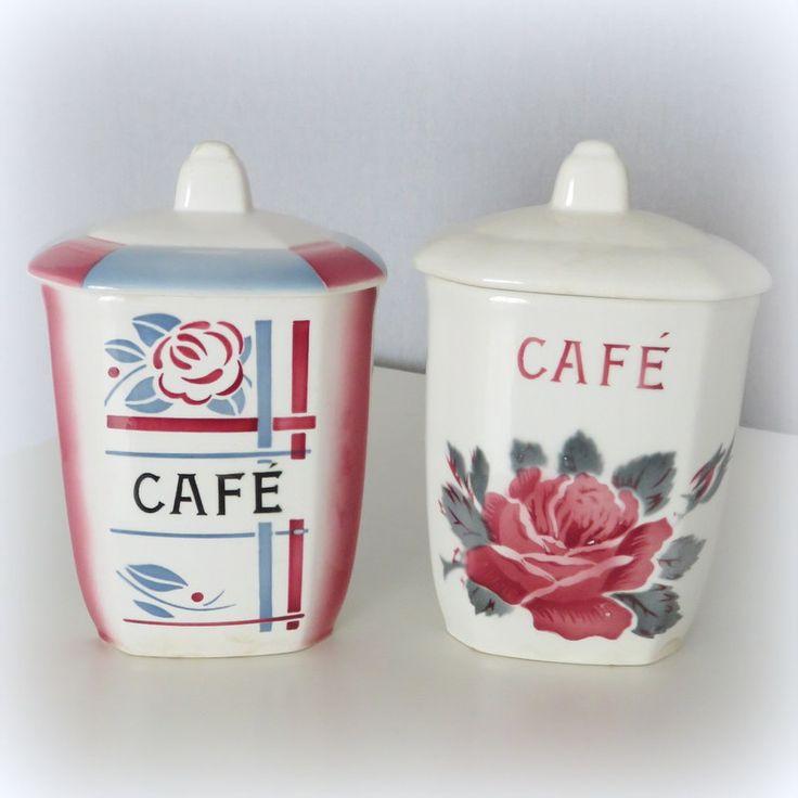 Deux pots à café en faïence de Digoin Sarreguemines modèles Beaujeu et La Rose
