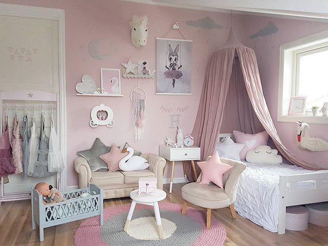 Ha en fin kveld  @thatsmine.dk #thatsminedk #svaneprinsesse #svanehylle #svaneknagg #veggpynt #veggdekor #walldecor #skyer #kidsroom #barnerom @carmell.no #carmell #camcamcph #camcam #dukkeseng @preciouskids.no #preciouskids #gamcha #swan#girlsroom #jenterom #kids #kidsroom #fashion