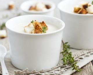 Soupe caresse légère de topinambours au fromage et aux noix