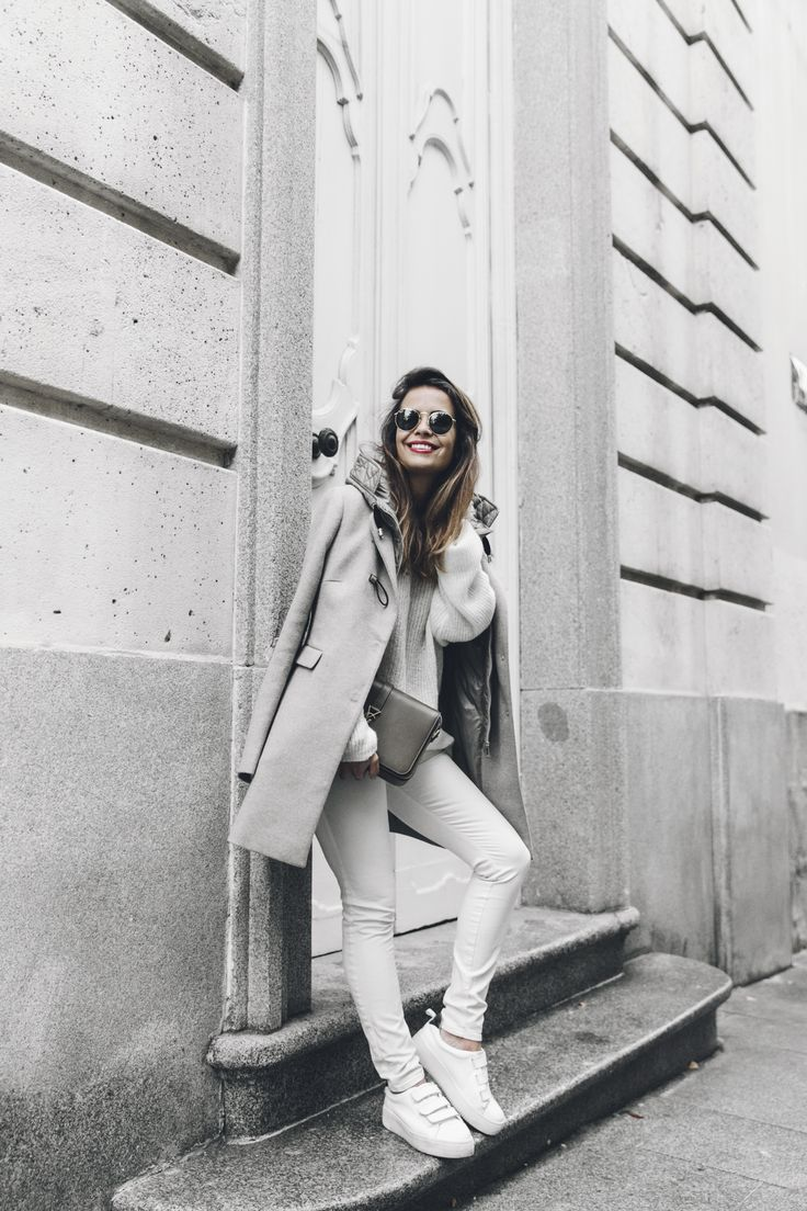 Fay Coat reinterpreted by fashion influencer Sara Escudero. Classy tailoring for a versatile outwear piece that perfectly evokes Fay's double soul.