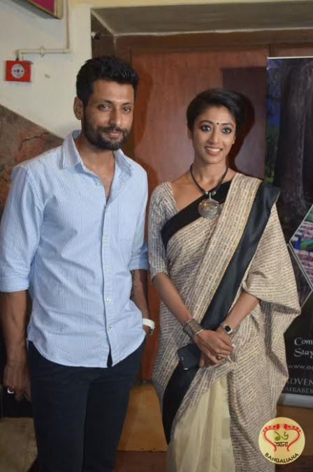 The premiere of the Bengali film Tobu Oporichito took place at Priya Cinema. Present at the show was Paoli Dam, Indraneil Sengupta and director Swarup Ghosh.