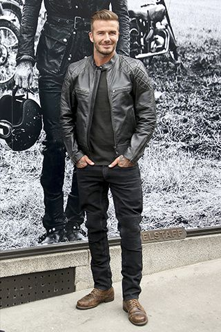 Apparently, Beckham has always had his very own individual style and doesn't conform to a single style of dressing. On the area, Beckham didn't skip a. Estilo David Beckham, David Beckham Style, David Beckham Boots, David Beckham Clothing, David Beckham Hair, David Beckham Fashion, David Beckham Soccer, Stylish Men, Men Casual