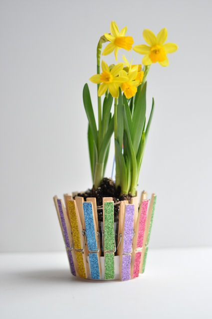 Glittered Clothespins Pot.  Great Idea for a kids craft!