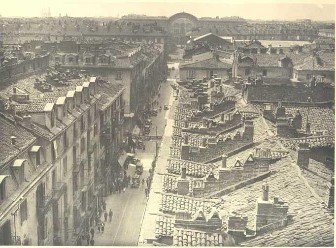 Ecco come si presentava a Torino Via Roma prima di essere demolita negli anni '30