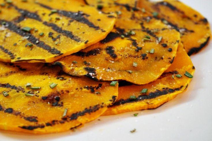 Zucca grigliatafacile facile D'autunno le ricette con la zucca si sprecano, irisotti, le torte salate ed infine anche i dolci, ma non dimentichiamoci che